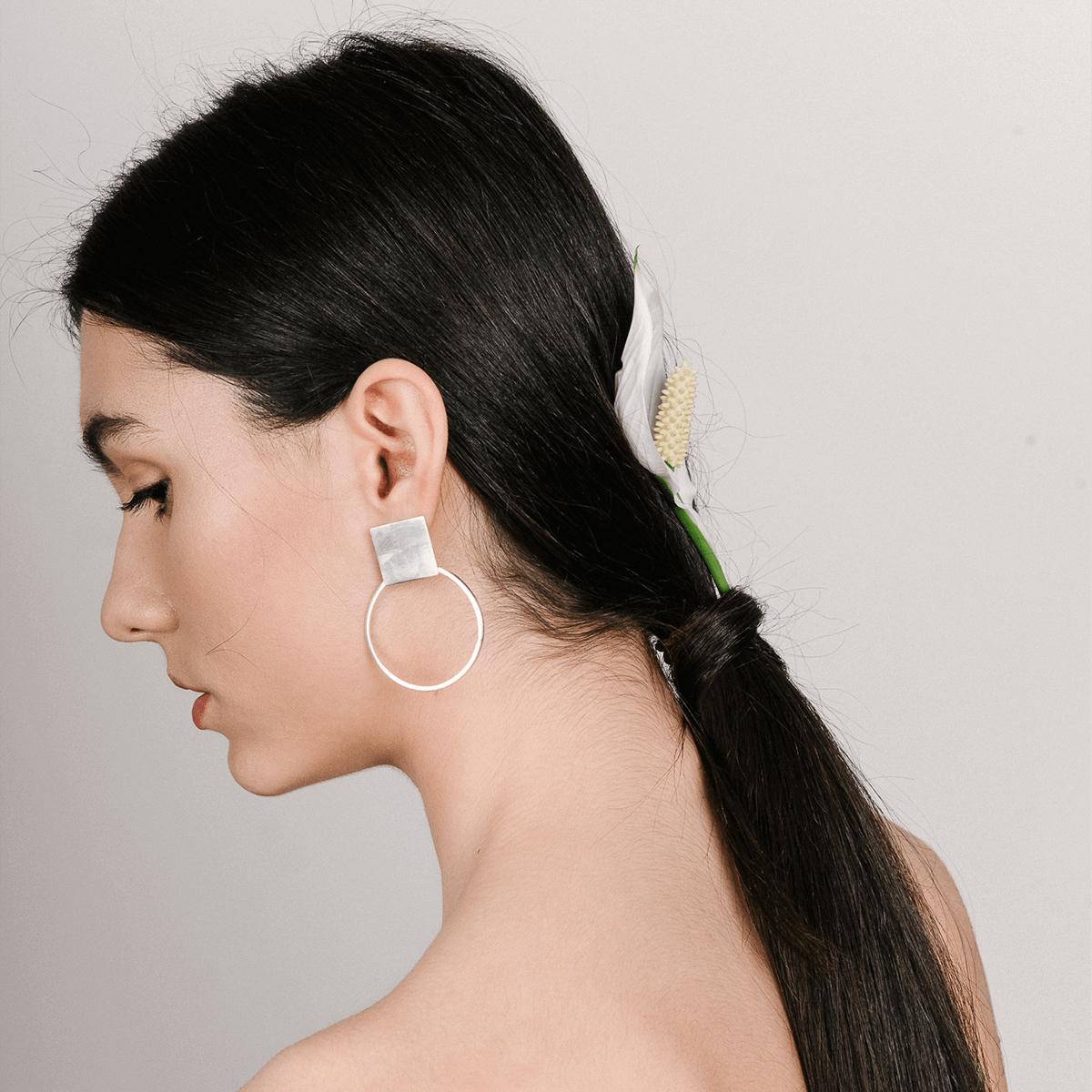 PLATTITUDE CIRCLED earrings